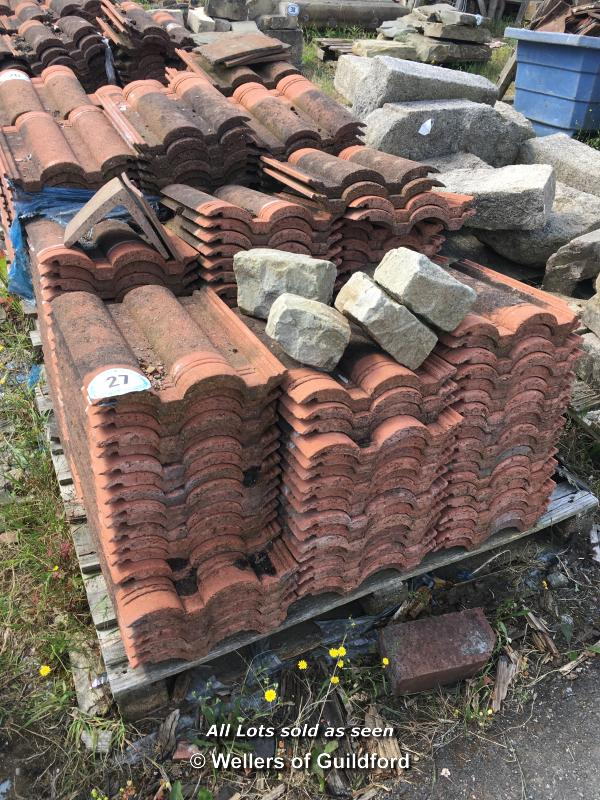 Lot 27 - PALLET CONTAINING A LARGE QUANTITY OF DOUBLE PAN ROOF TILES