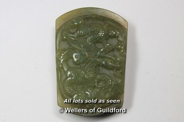 Lot 7381 - A Chinese hardstone belt buckle carved as a dragon, 6cm.