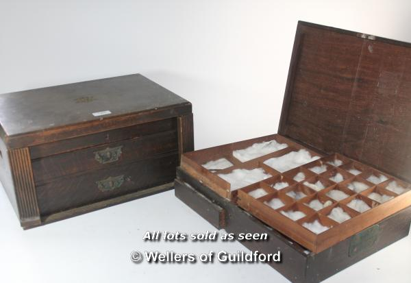 Lot 7303 - An Edwardian oak collector's box, the lifted lid opening to reveal baize lined glass framed
