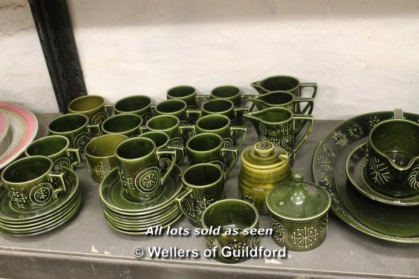 Lot 7244 - An extensive collection of Portmeirion Totem pattern dinnerwares in green colourway, comprising 15