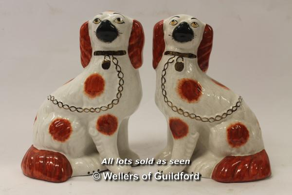Lot 7341 - A pair of modern Staffordshire type spaniels, 22.5cm.
