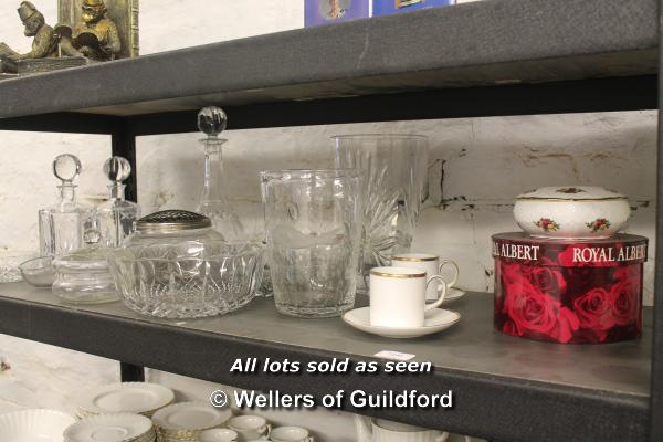 Lot 7240 - A quantity of glass ware including a pair of hexagonal cut glass decanters, bubble glass vase with
