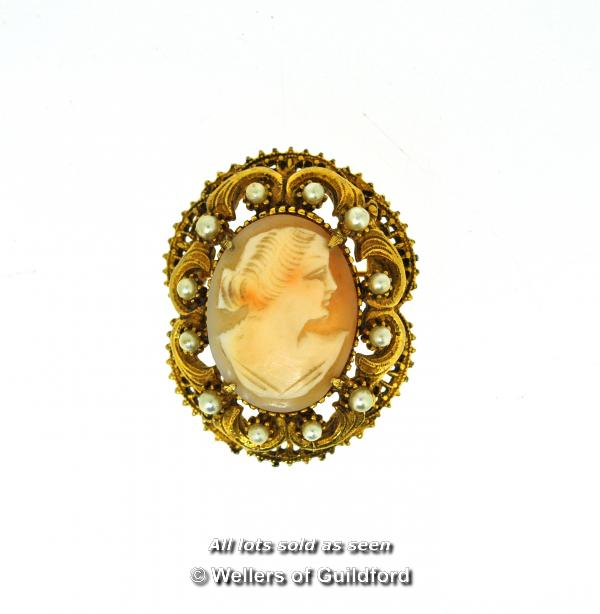 Lot 7061 - *Florenza shell cameo with openwork border set with imitation seed pearls (Lot subject to VAT)