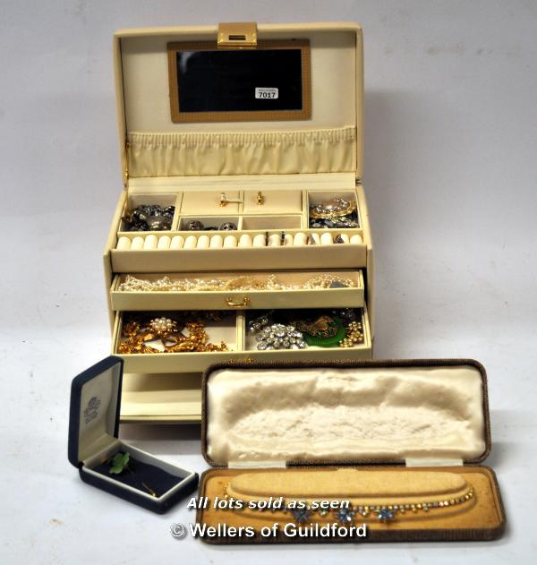 Lot 7017 - Jewellery box containing costume jewellery, including brooches, imitation pearls, marcasite necklace