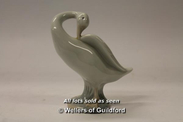 Lot 7280 - Lladro: group of duck with ducklings, two further ducks, seated spaniel; Wedgwood vase, 9cm. (4)
