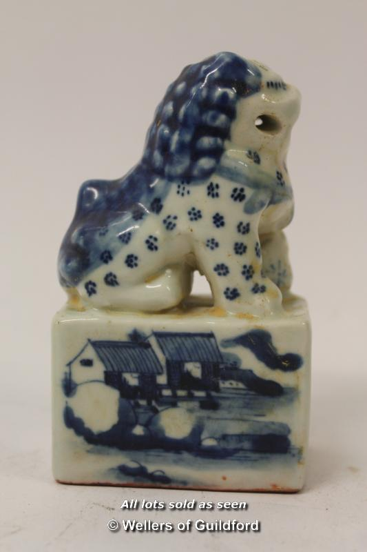 Lot 7247 - A Chinese blue and white porcelain dog of Fo paperweight/seal, 10cm.