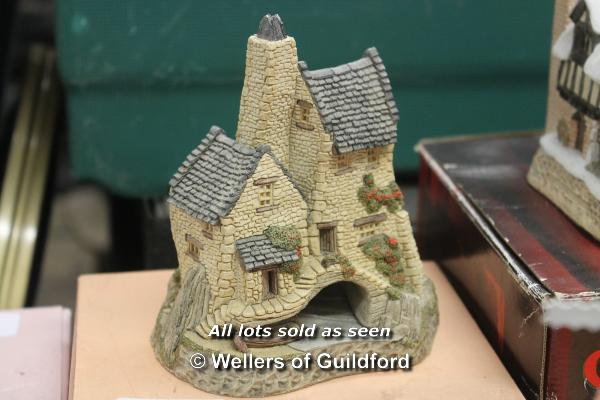 Lot 7363 - David Winter Cottages including The Village, Smugglers Creek, A Christmas Carol, Triple Oast, and 15