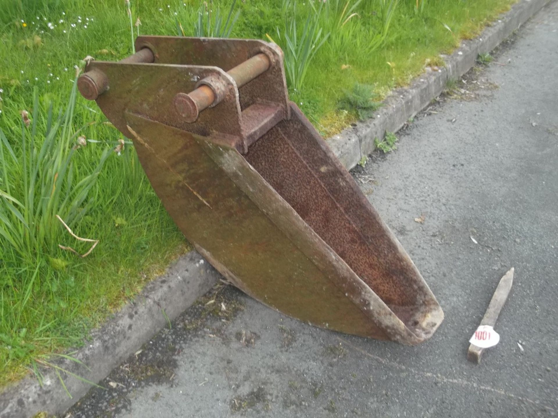 Lot 1001 - JCB DIGGER BUCKET