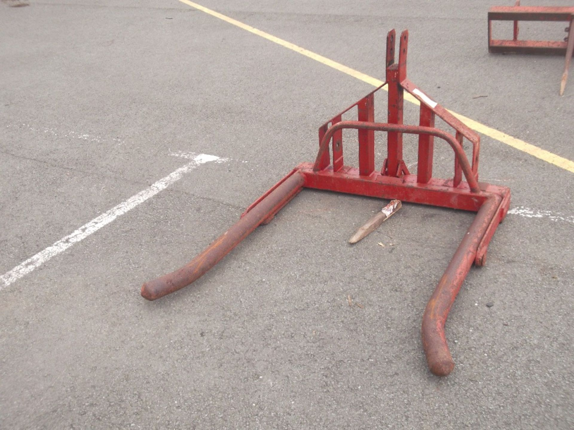 Lot 1043 - ROUND BALE CARRIER