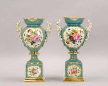 Thüringen(?), Paar Porzellanvasen, mintgrüner Fond, partiell vergoldet, Dekor 'Blumenbouquets',