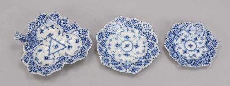 Royal Copenhagen/Dänemark, kleines Porzellan-Konvolut, Dekor 'Musselmalet' in Vollspitze, 3 Teile: