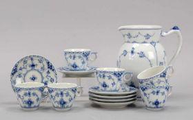 Royal Copenhagen/Dänemark, Porzellan-Konvolut, Dekor 'Musselmalet', 13-teilig: 6x Mokkatassen mit 6x