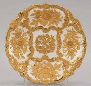 Meissen, Porzellan-Prunkschale, I. Wahl, mit reliefartig ausgearbeitetem Blumendekor und reicher
