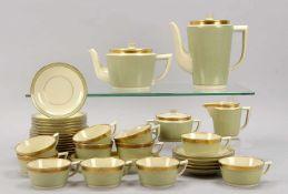 Royal Copenhagen, Kaffeeservice/Teeservice, Dekor 'Dagmar'/'Nr. 988' , umfassend: 1 Kaffeekanne, 1