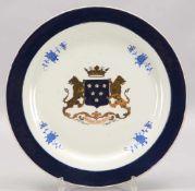 Prunkteller, Porzellan, kobaltblaue Bemalung und Vergoldung, mit Wappendekor; Durchmesser Ø 35,5 cm