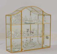Swarovski, Glasfiguren-Sammlung, 32 Figuren, in original Swarovski-Sammlervitrine, hartvergoldet,