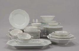 Rosenthal, Speiseservice, Form 'Maria Weiß', umfassend: 11x Suppenteller und 11x Speiseteller, 12x