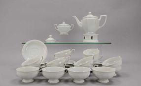 Rosenthal, Teeservice, Form 'Maria Weiß', für 16 Personen, umfassend: 1 Kanne auf Stövchen, 16x