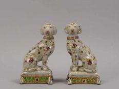 Paar Porzellanfiguren, 'Kaminhunde', handbemalt, gemarkt; Höhe 20,5 cm (mit Craquelé)