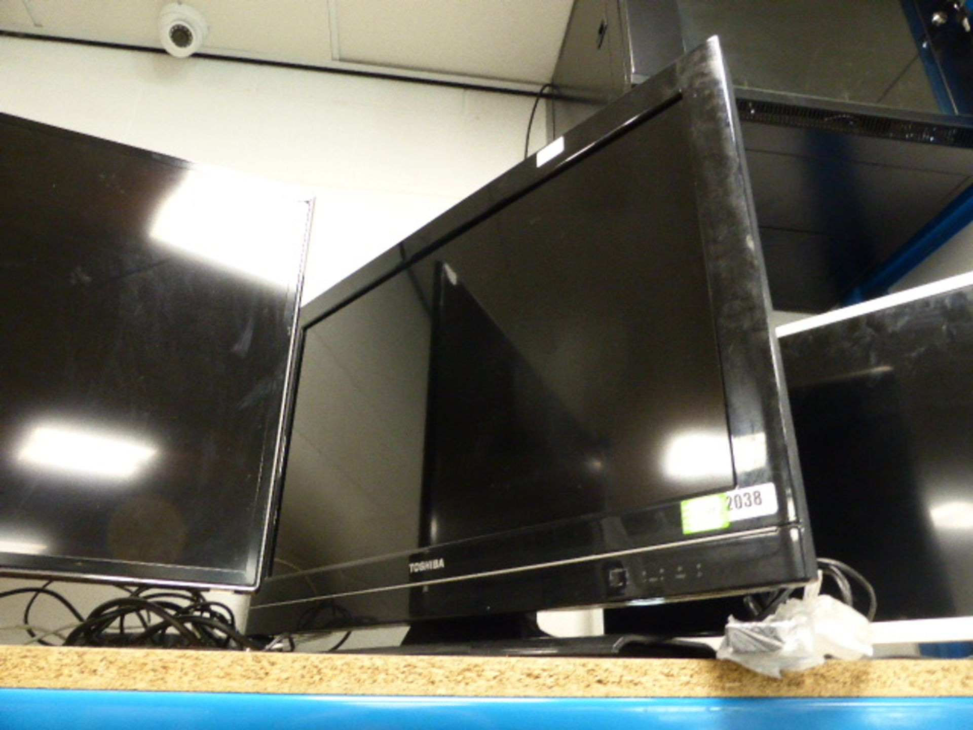 Lot 2038 - (100) Toshiba 32'' TV