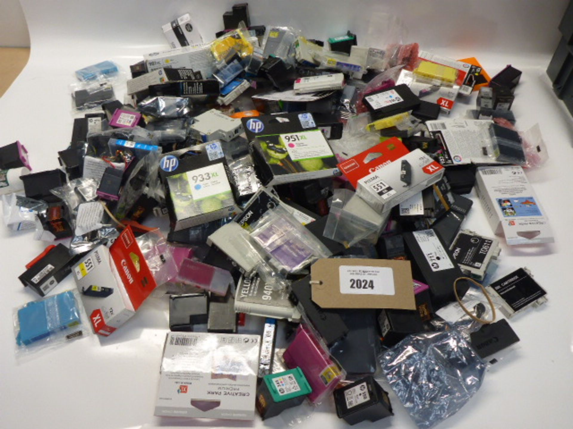 Lot 2024 - Bag of branded and unbranded replacement printer inks cartridges, to include Canon. HP, etc.