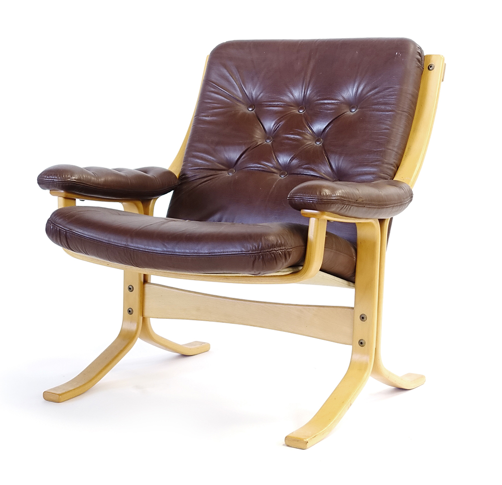 Lot 28 - A 1960/70's beech bentwood and brown leather button upholstered lounge armchair