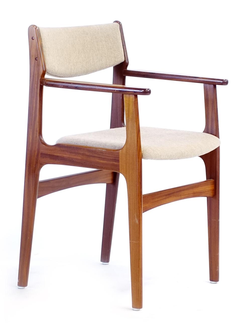 Lot 2 - A Danish teak and upholstered Model 404 elbow chair designed by Arne Vodder