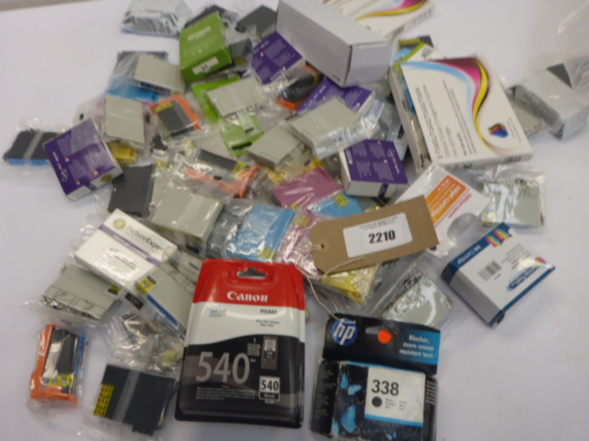Lotto 2210 - Bag containing quantity of various printer ink cartridges