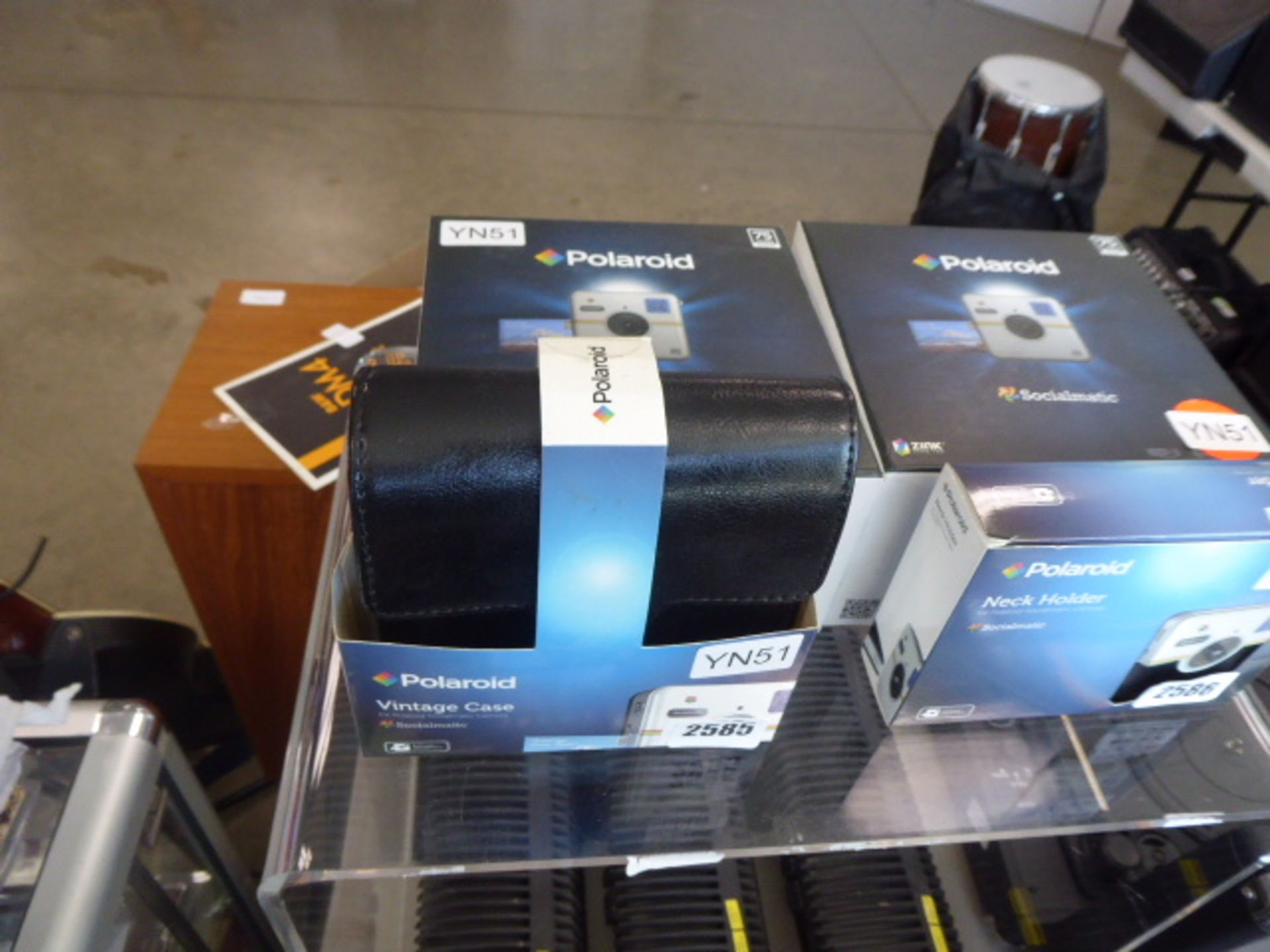 Lot 2585 - 2578 Polaroid Sociamatic camera with vintage case