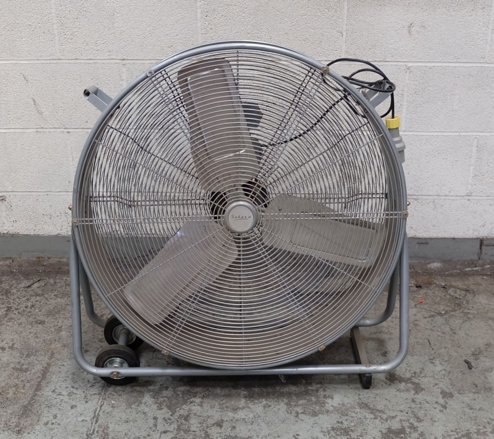 Lot 56 - A Sahara Model DF30DVS Industrial Fan, 110V-50Hz 3