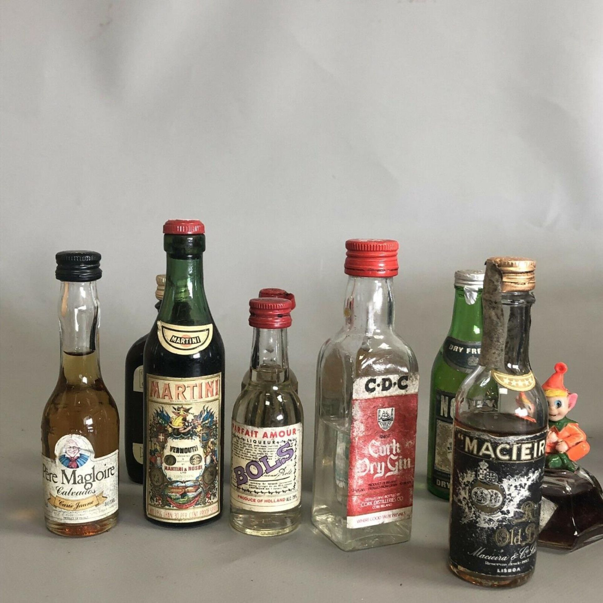 Lot 31 - A parcel of 10 alcoholic drink miniatures with free UK delivery and No Reserve