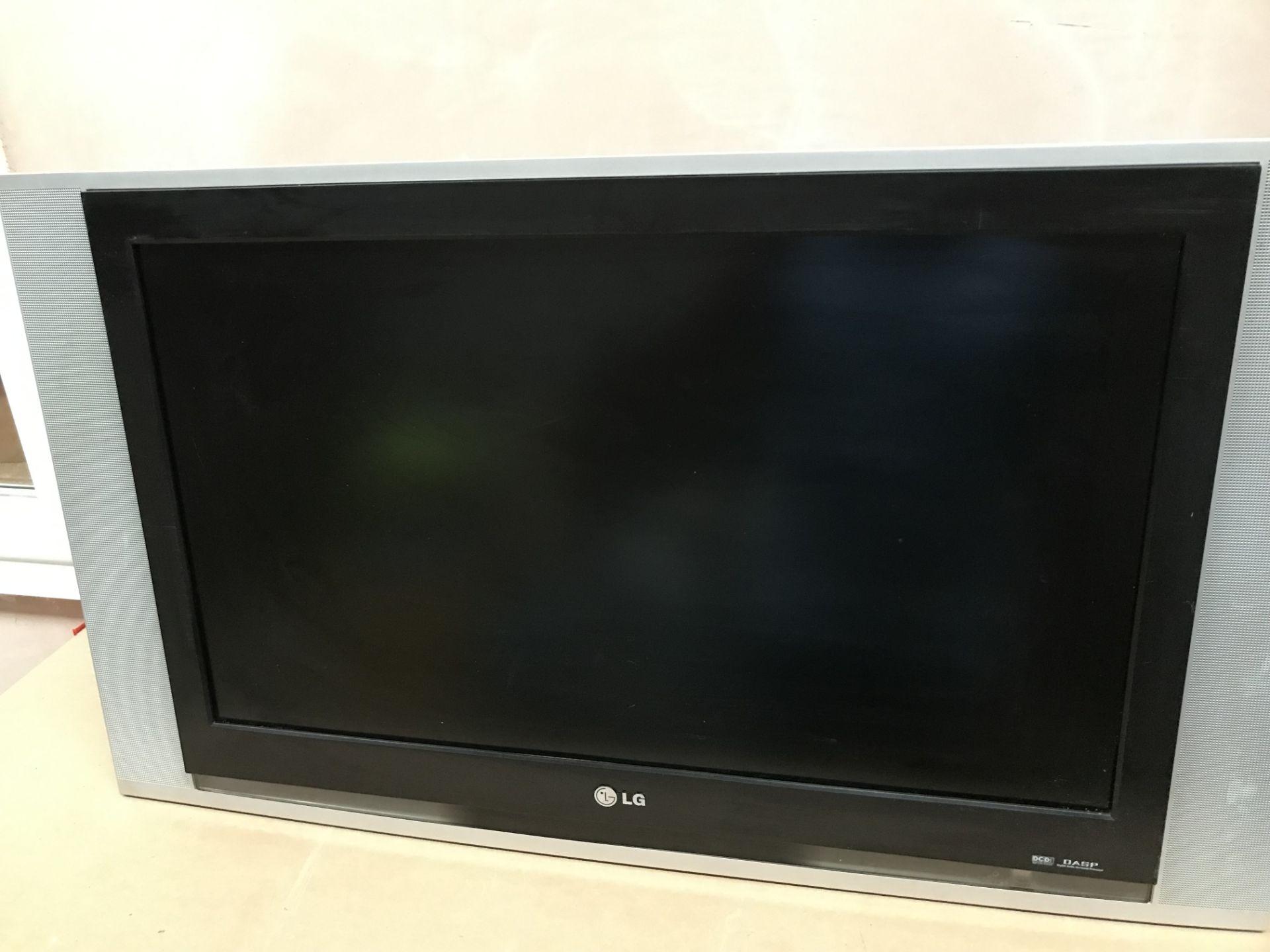 Lot 24 - LG - LCD TV
