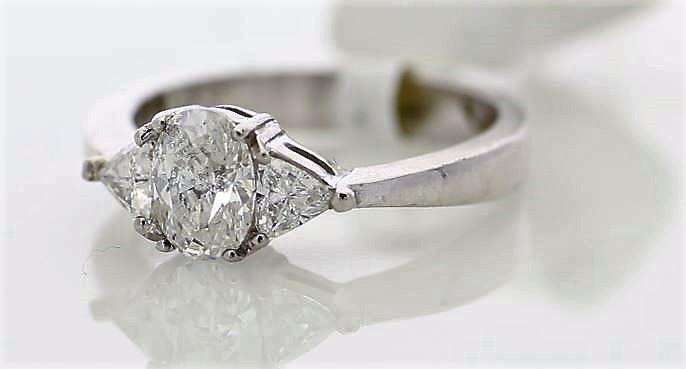 Lot 56 - 18ct White Gold Three Stone Claw Set Diamond Ring 1.00