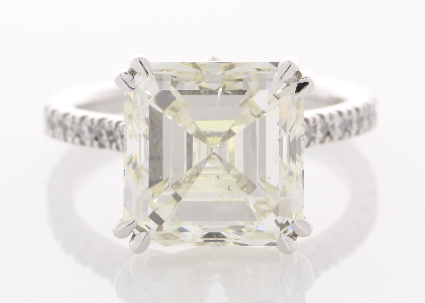 Lot 28 - 18ct White Gold Single Stone Prong Set With Stone Set Shoulders Diamond Ring 7.35