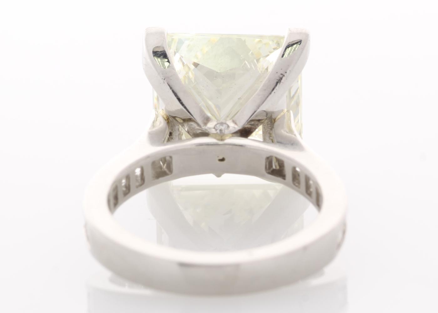 Lot 27 - 18ct White Gold Single Stone Prong Set With Stone Set Shoulders Diamond Ring 10.00 Carats