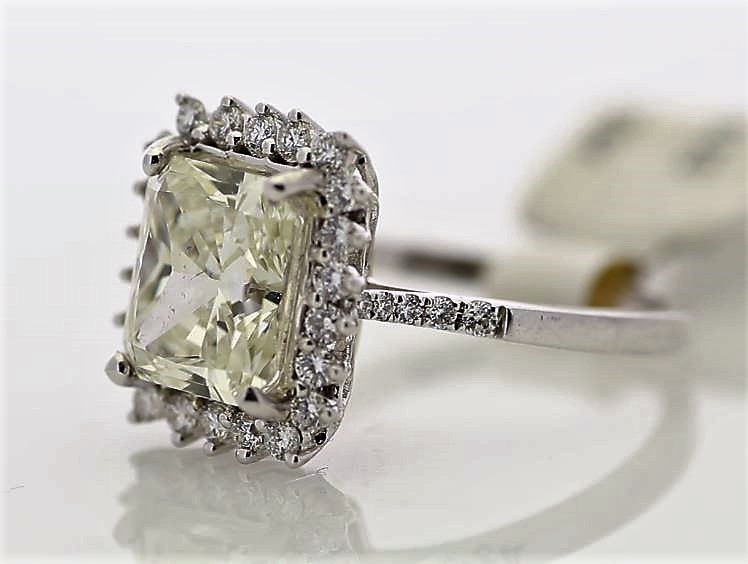 Lot 34 - 18ct White Gold Single Stone With Halo Setting Ring 3.86