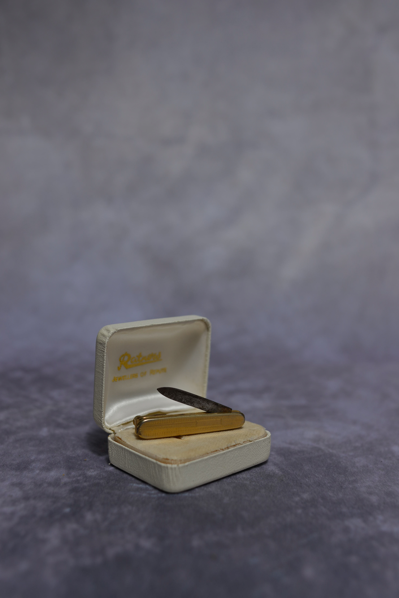 Lot 42 - Vintage Gold plated Pen-knife tiepin