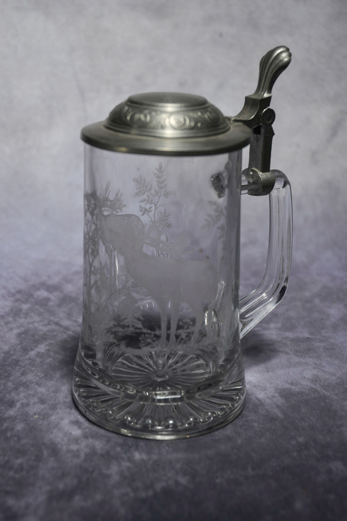 Lot 46 - Vintage Etched Glass Elk Stein Glass Beer Stein With Pewter Lid