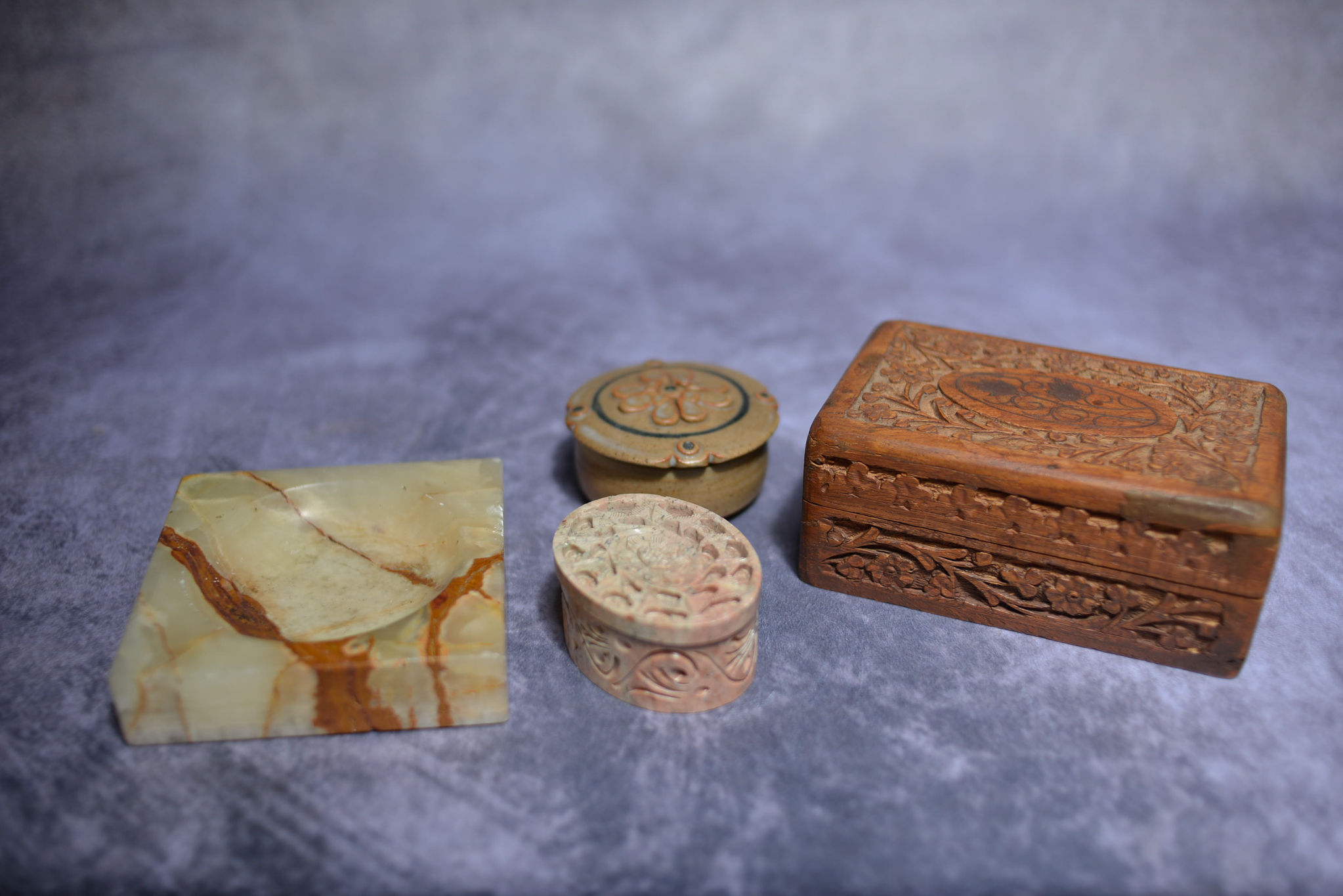 Lot 36 - Mixed lot of treen, marble etc.