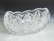 Große Kristallschale, wohl 1930er Jahre, aufwendig gearb. B. ca. 32 cm, min. am Zackenrandbest.