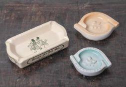 Drei Keramik-Aschenbecher, Harrys Bar, 2 x Venezia, runde, geschweifte Form, mit Relief imSpiegel,