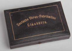 Uhrenkasten f. Taschenuhr (A. Lange und Söhne Glashütte, um 1900), selten, ca. 10 x 14,5 x2,5 cm.