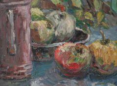 Wollbrett, Leonore (20. Jahrhundert), Stillleben mit Äpfeln und Schenkkanne, Öl/Malkarton,li. u.