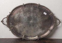 Große ovale Platte (19. Jahrhundert), Metall/versilbert, mit seitl. Handhaben, ca. 76 x 47cm. Teil