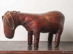 Valenti, Sitzmöbelstück Esel (1960er Jahre, Spanien), genähtes Leder u. Lederstriemen alsMähne,