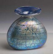 Vase, Glashütte Eisch (20. Jahrhundert), Vase aus klarem Glas mit blau-violettem Überfang,