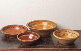 Konvolut von vier versch. sog. Keramik-Blutschüsseln (18./19. Jahrhundert, ProvenienzHessen), teilw.
