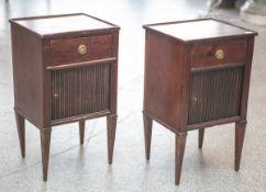 Zwei gleiche Kommödchen/Nachtschränkchen (wohl Frankreich, 1. Hälfte 19. Jahrhundert),Tropenholz (