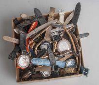 Großer Posten Armbanduhren, 50 Stück, verschiedene Hersteller, Materialien undAusführungen, sowie