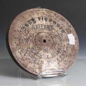 Zehn Metallochplatten für Kalliope. Durchm. ca. 23,3cm.